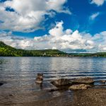 Titisee-mit-Blick-zum-Ort-Titisee_High-Res_12776